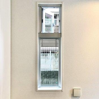 窓は換気も可能です。