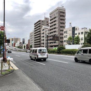 平和島駅前は交通量の多い通りですが、お部屋周辺は落ち着いた雰囲気になります。