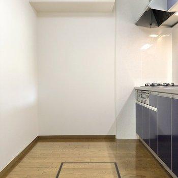 【LDK】キッチンの内側も広め。