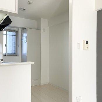 後ろの空間も広めに取られていますので、キッチン家電も食器もたくさん収まりそう◎