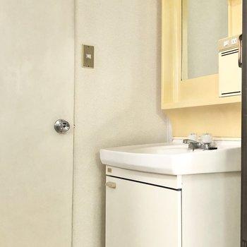 独立洗面台があると身支度もしやすいですね。