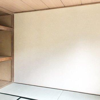 【和室】壁はスッキリとしています。