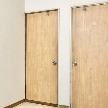 どちらのお部屋もドアがあるので個室になりますよ。