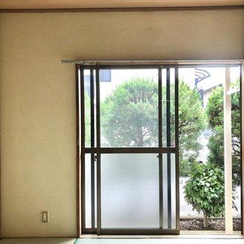 【和室】1階のお部屋なので窓際はなんだか縁側みたい。