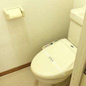 トイレは温水洗浄便座付きですよ。