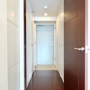 トイレは玄関に出て左側に。