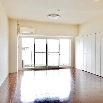 居室はなんと18帖!家具をゆったりと置いて、あの子も走り回れるお部屋に。