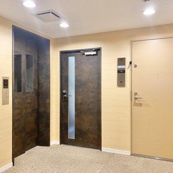 共用部です。お部屋まではエレベーターで。