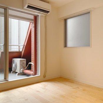 角部屋なのでちょこっと窓が付いてます◎