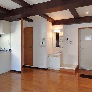 キッチン、水回りは1箇所に集まっています。(※写真は5階の同間取り別部屋のものです)