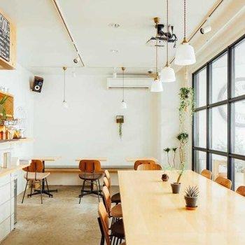 1階にはカフェスペースも併設していて、入居者以外の方もご利用可能です。