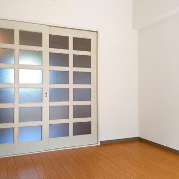 【東側洋室】スライドドアなのでデッドスペースが発生しにくいんです。