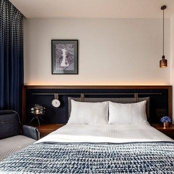ベッドは幅140cmのダブルサイズです。※2名様ご宿泊の場合は30000円(税別)追加費用