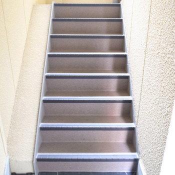 【共用部】階段で上がりましょう。