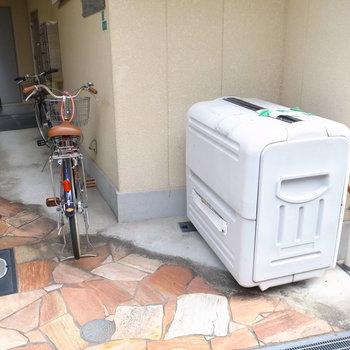 【共用部】自転車は通路わきに置きます。