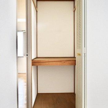 洋室6帖】収納ケースなどを用意して、上手に使いたいですね。