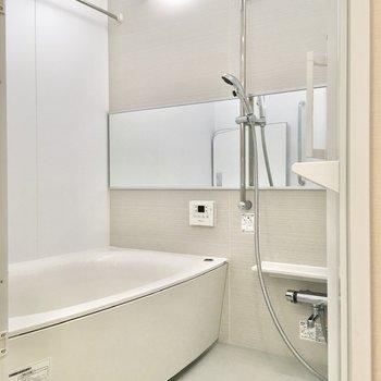 上部には浴室乾燥機がありますので、洗濯物の乾燥等にご活用ください。