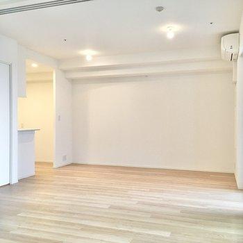 【洋室】動線を確保しやすく、家具の配置もしやすい間取りです。