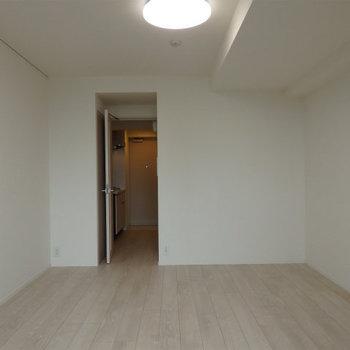 8.8帖と一人暮らしなら十分な広さ。※写真は5階の同間取り別部屋のものです
