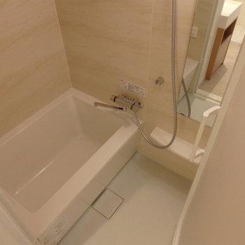 ピカピカのお風呂が気持ち良い!※写真は5階の同間取り別部屋のものです