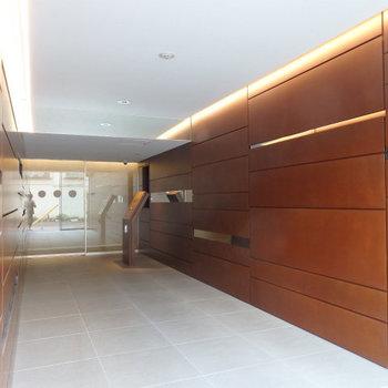 高級感のあるエントランス。※写真は5階の同間取り別部屋のものです