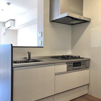 【LDK】キッチンです。冷蔵庫は反対側のスペースに置けます。