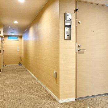 共用廊下は屋内なので雨でも安心。