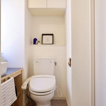 お手洗いは温水洗浄便座付きですよ。