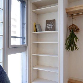 雑貨や小物をディスプレイしたり、本棚として使うにも良さそうですね。