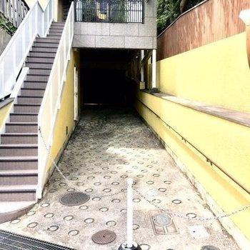 共用部】1階の階段は外にあります。