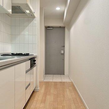 調理動線もスムーズ。※写真は8階の同間取り別部屋のものです