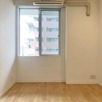 【洋室4.87帖】こちらは書斎に。※写真は8階の同間取り別部屋のものです