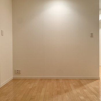 【LDK】左手が脱衣所です。※写真は8階の同間取り別部屋のものです