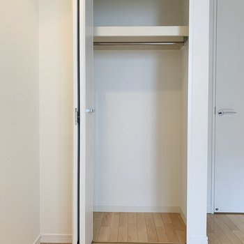 【洋室4.87帖】ボックスを使ってしまうのが良さそう。※写真は8階の同間取り別部屋のものです
