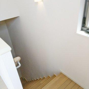 それでは階段を降りて、1階のサニタリーへ。