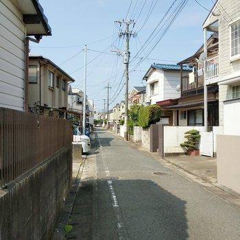 周辺は穏やかな住宅街。