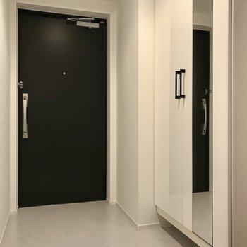 玄関からは廊下も見えにくい作り。ダブルロックで安心です!(※写真は5階の同間取り別部屋のものです)
