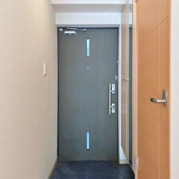 玄関はダブルロック。