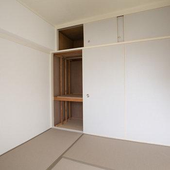 このお部屋にも、しっかりと収納スペースがついています。※画像は同カラー・同間取り(反転タイプ)の別室です。