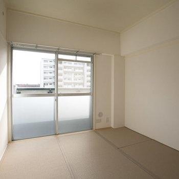 もう1部屋、玄関横に4.5畳の和室。将来はここを子ども部屋に。※画像は同カラー・同間取り(反転タイプ)の別室です。