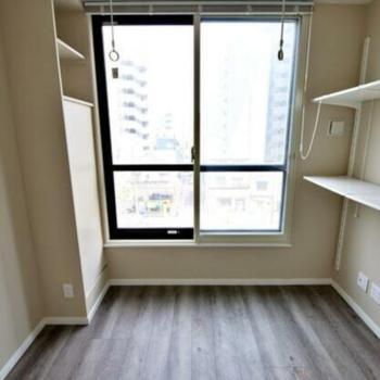 収納棚付き、個人事務所にも最適な空間