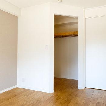 【洋室】WICがあるので、洋服をたくさんお持ちの方でも安心です