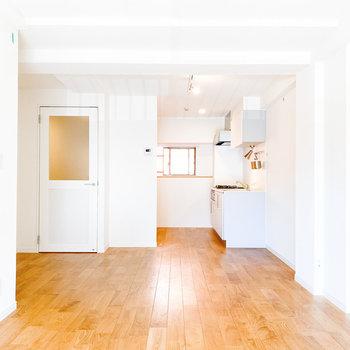 無垢床と白の組み合わせが素敵です