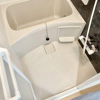 お風呂は浴室乾燥機付き。