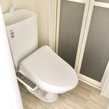 トイレは温水洗浄便座付きです。※写真は通電前のものです