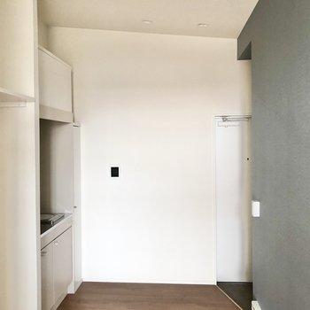 続いて玄関側のキッチンを見ていきましょう。