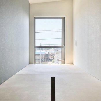 ロフトは低めに作られているので上段も圧迫感がありません。※写真は3階の同間取り別部屋のものです