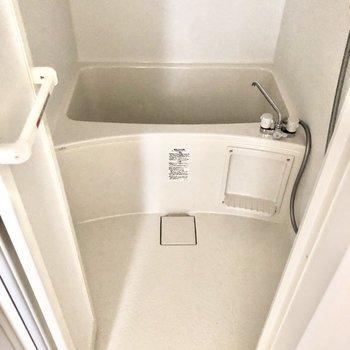 お風呂は浴室乾燥機付きです。※写真は3階の同間取り別部屋のものです