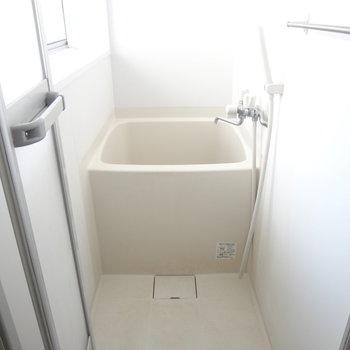 玄関横にお風呂があります。帰ってきて即行でお風呂に入れます。