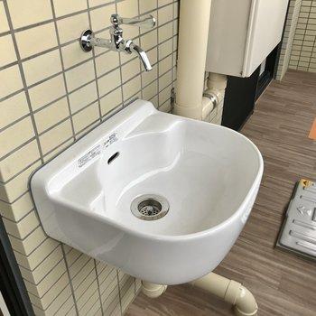 家庭菜園に便利な水道付き!(※写真は5階の同間取り別部屋のものです)